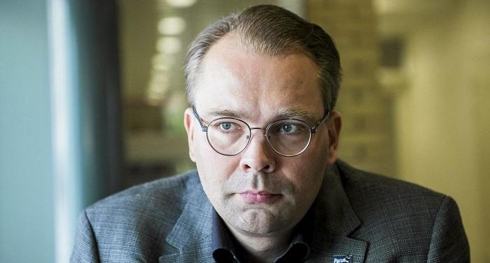 Puolustusministeri Jussi Niinistön lausunnot ovat synnyttäneet keskustelua ja antaneet syyn pohdintaan. (Kuva: Helsingin Sanomat).