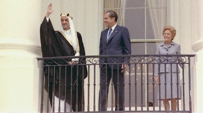 Saudi-Arabian kuningas Faisal I valtiovierailullaan presidentti Nixonin luona vuonna 1971.